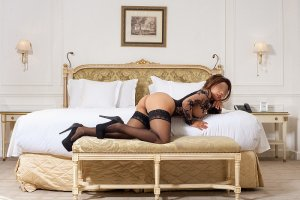 Claryss live escorts & tantra massage