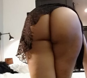 Kaysia thai massage and busty live escort